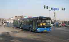 长阳路口公交站